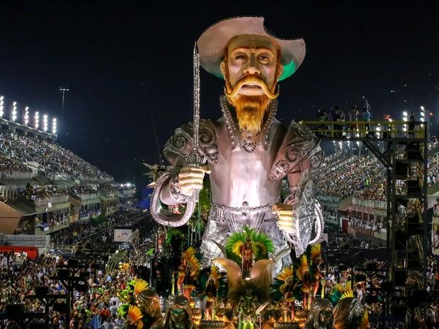 Escola de samba levou 4.000 componentes, o máximo permitido pelo regulamento  (Foto: Rodrigo Gorosito/G1)