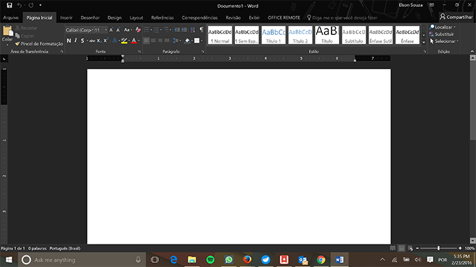 Microsoft Office tem tema preto que promete ser mais amigável à visão do usuário (Foto: Reprodução/Elson de Souza)