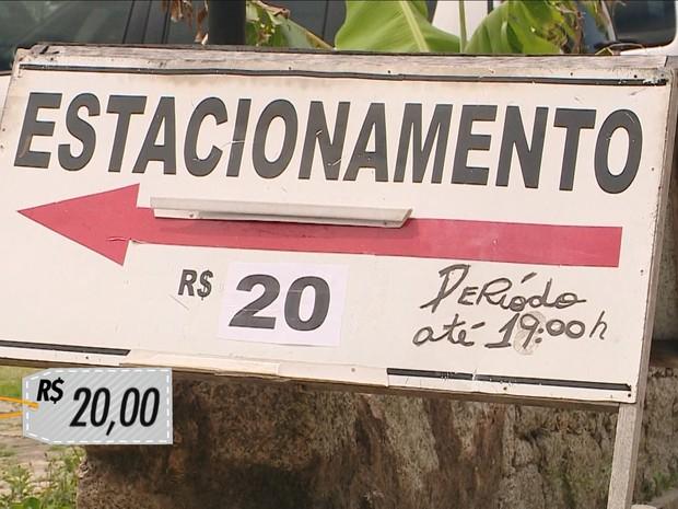 Já na temporada, valor subiu para R$ 20 no mesmo estacionamento (Foto: Reprodução/RBSTV)