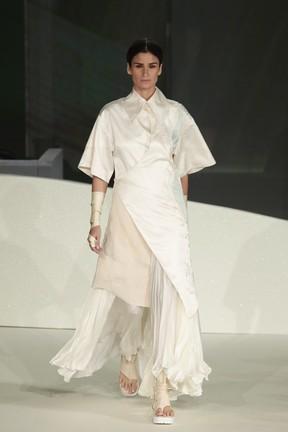 Carol Ribeiro desfila em evento de moda em Brasília (Foto: Rafael Cusato/ Brazil News)