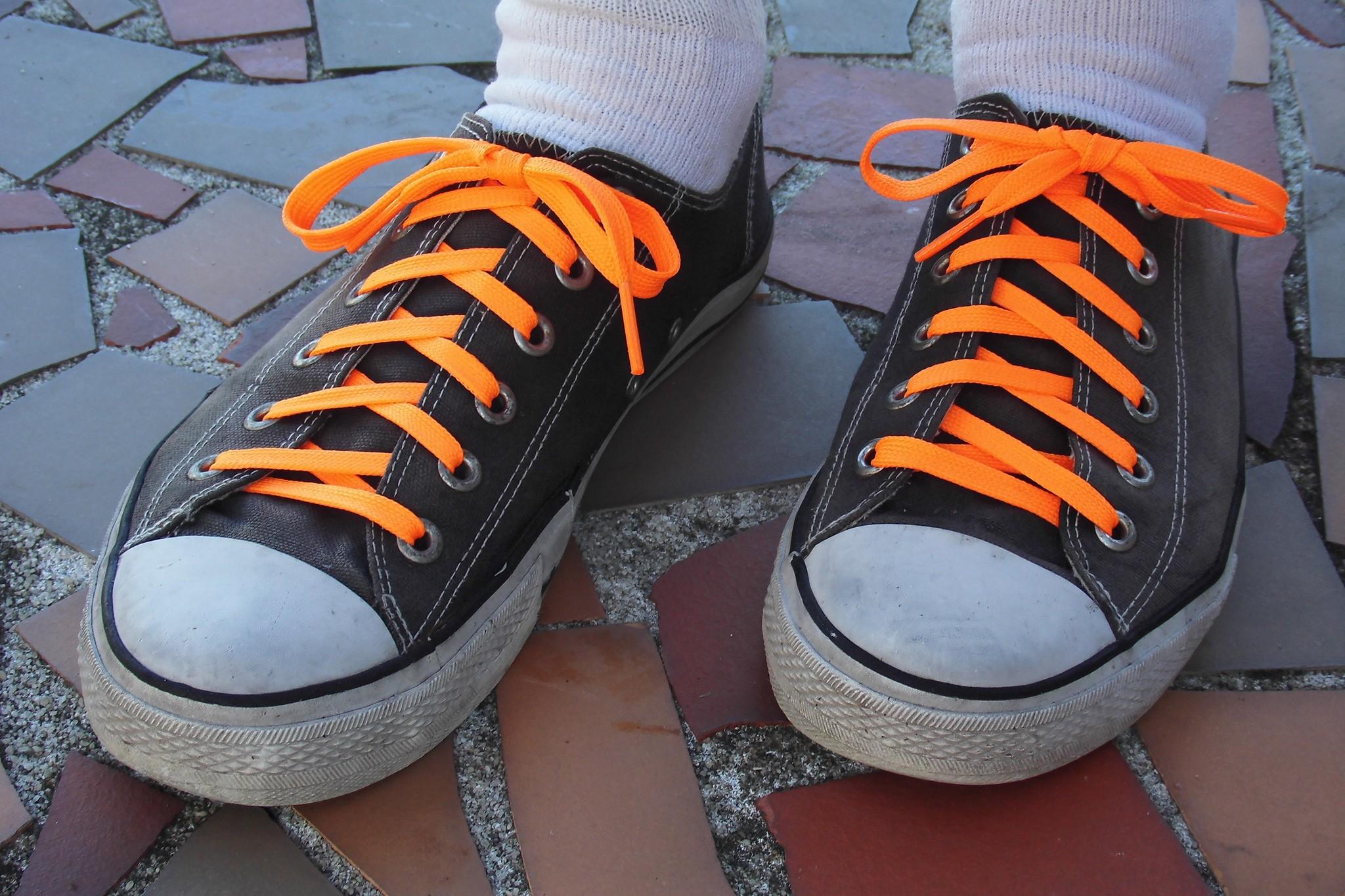 Tênis amarrado com nó de recife  (Foto: Flickr/ Daniel Oines/ Creative Commons)