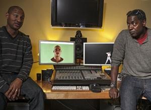 Criadores do holograma do rapper, Dylan Brown, à esquerda, e Philip Atwell (Foto: AP)