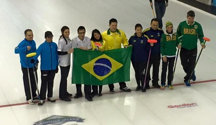 Anne Shibuya Gervan junto aos demais atletas da seleção brasileira (Foto: Arquivo pessoal)