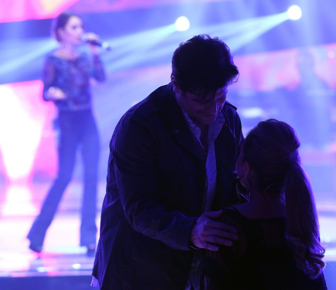 Enquanto isso, Paulo Ricardo e Daniela Mercury trocam carinho. Fofura mode on <3 (Foto: Fabiano Battaglin/Gshow)