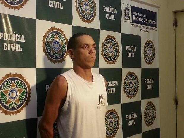 Diogo Pacheco preso por estupro em Petrópolis (Foto: Fernanda Soares/G1)
