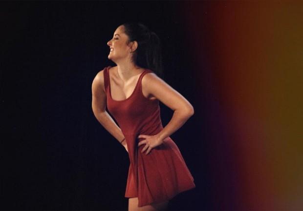 Laura Bonemer, uma das gêmeas de Fátima Bernardes, em apresentação de jazz (Foto: Reprodução/Instagram)