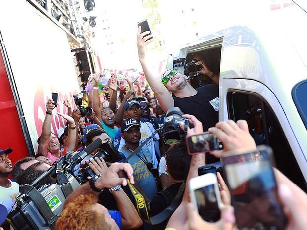 Wesley Safadão chega à Barra para o desfile desta quinta (Foto: Mauro Zaniboni /Ag Haack)