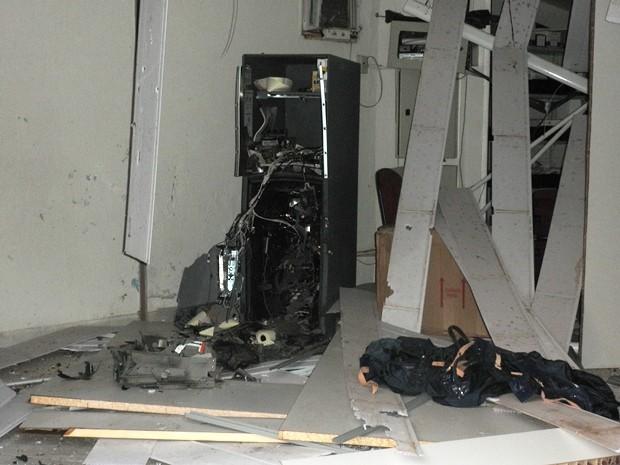 Quadrilha explode caixa eletrônico no centro de Lavrinhas (Foto: Divulgação/Polícia Militar)