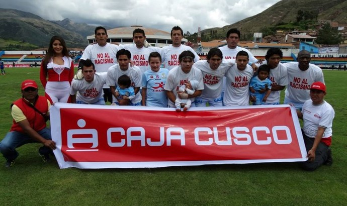 Real Garcilaso camisa No Al Racismo Não ao racismo Copa Inca Sporting Cristal (Foto: Reprodução/Facebook Oficial Real Garcilaso)