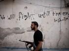 Bairros rebeldes da cidade síria de Aleppo são alvo de bombardeios