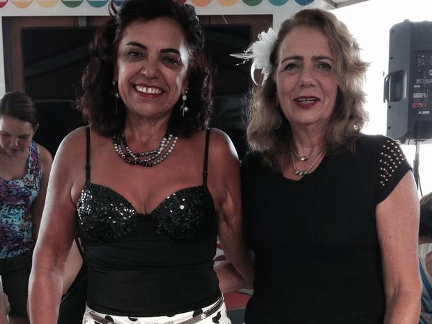 Moradoras de Copacabana se fantasiaram para apresentação do Bola Preta (Foto: Fernanda Rouvenat/ G1)