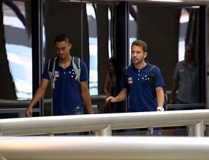 Eurico e Éverton Ribeiro embarcam para Natal (Foto: Reprodução / TV Globo Minas)