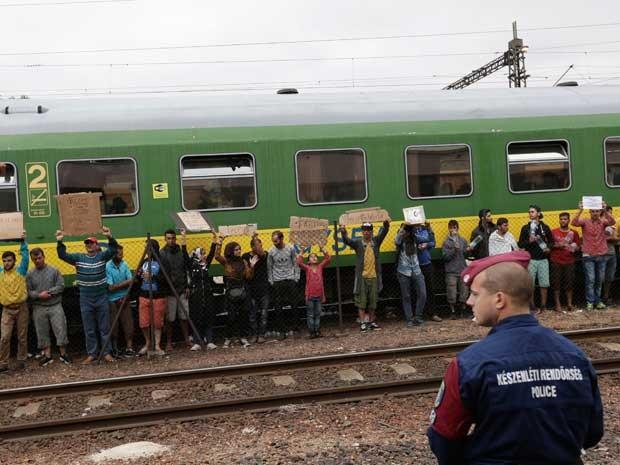 Mais de 150 mil imigrantes chegaram a Hungria este ano, a maioria vindo através da fronteira sul com a Sérvia (Foto: Petr David Josek / AP Photo)