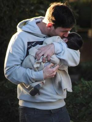 Messi com o filho thiago (Foto: Reprodução/Lecturas)