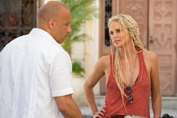 Charlize Theron e Vin Diesel em cena do trailer de Velozes e Furiosos 8 (Foto: Divulgação)