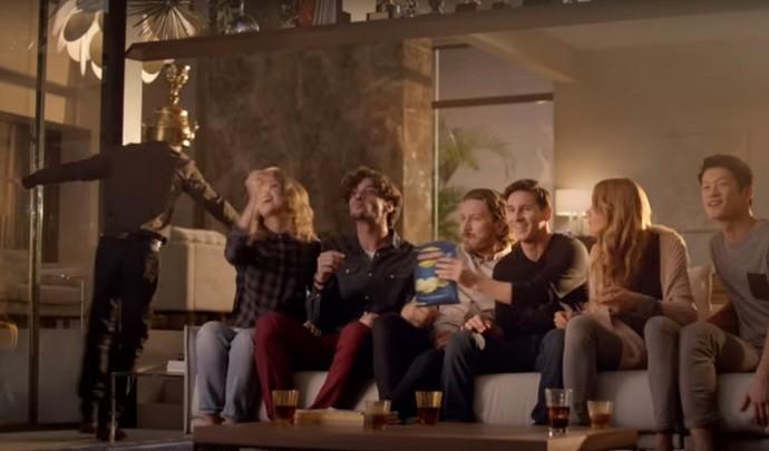 BLOG: Habilidoso também com as mãos: Messi faz Lineker de bobo em comercial