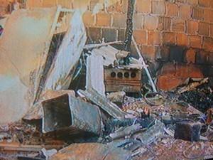 casa incendio petropolis 2 (Foto: Rogério de Paula/InterTV)