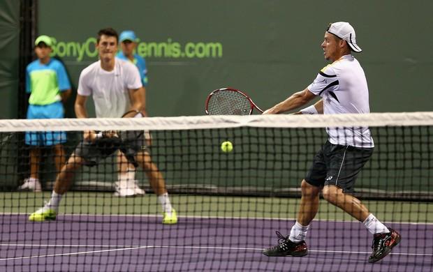 Bernard Tomic e Lleyton Hewitt primeira rodada masters de miami (Foto: AFP)