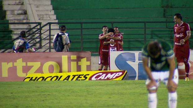 Jogadores do Mogi Mirim comemoram gol no Brinco de Ouro (Foto: Carlos Velardi/ EPTV)