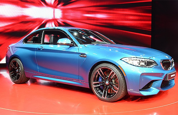 BMW M2 Coupé no Salão de Detroit 2016 (Foto: Newspress)
