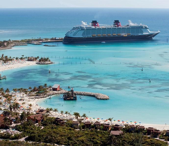Com os navios da Disney Cruise Line, você tem a chance de conhecer lugares incríveis, como a ilha exclusiva para passageiros Disney, Castaway Cay, nas Bahamas (Foto: Disney Cruise Line)