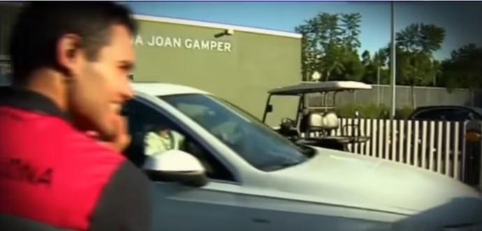 BLOG: Barbeiragem! André Gomes bate em carro de Suárez na saída do treino do Barça