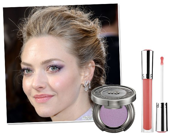 Copie o make de Amanda Seyfried: Sombra Urban Decay, cor Asphyxia, R$ 115/ Gloss Sephora Ultra Shine, cor Rose Petal, R$ 69 (Foto: Getty Images/Divulgação)