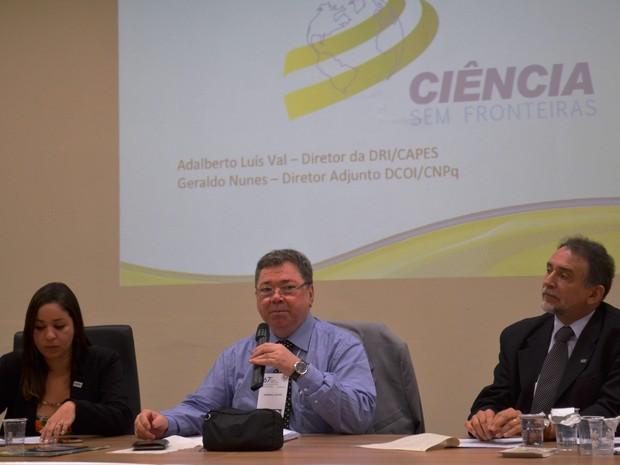 Tamara Naiz (ANPG), Adalberto Val (Capes) e Gilberto Sobrinho (CNPq) (Foto: Stefhanie Piovezan/G1)