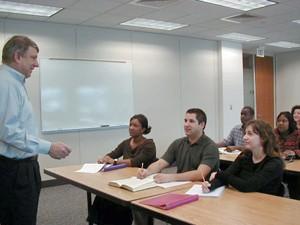 Os exames retratam temas cotidianos dos alunos, como mostra o exemplo usado pelo Toefl (Foto: Divulgação/ETS)