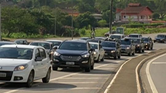 Trânsito intenso movimenta Mogi-Bertioga na saída do carnaval