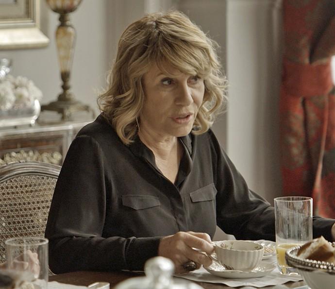 Nora conta a todos que vai sair de casa e aconselha a todos fazerem o mesmo (Foto: TV Globo)