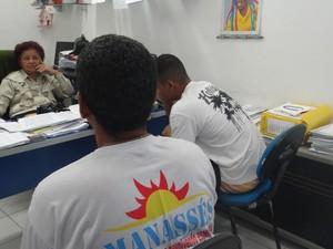 Dependentes químicos denunciam que não recebem atendimento médico na instituição (Foto: Michelle Farias/G1)