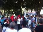 Manifestantes fazem ato contra a Samarco em Governador Valadares
