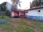 Carro pega fogo e chamas atingem delegacia no Tocantins