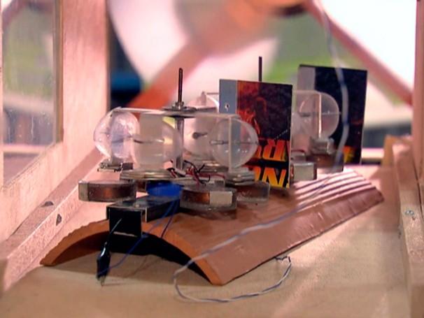 Estudante do IFCE, Eduardo Morais Silva criou a telha eólica, capaz de proteger e gerar energia (Foto: Reprodução)