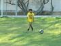 Aos 9 anos, garoto chama atenção do Sevilla e ganha viagem a Espanha