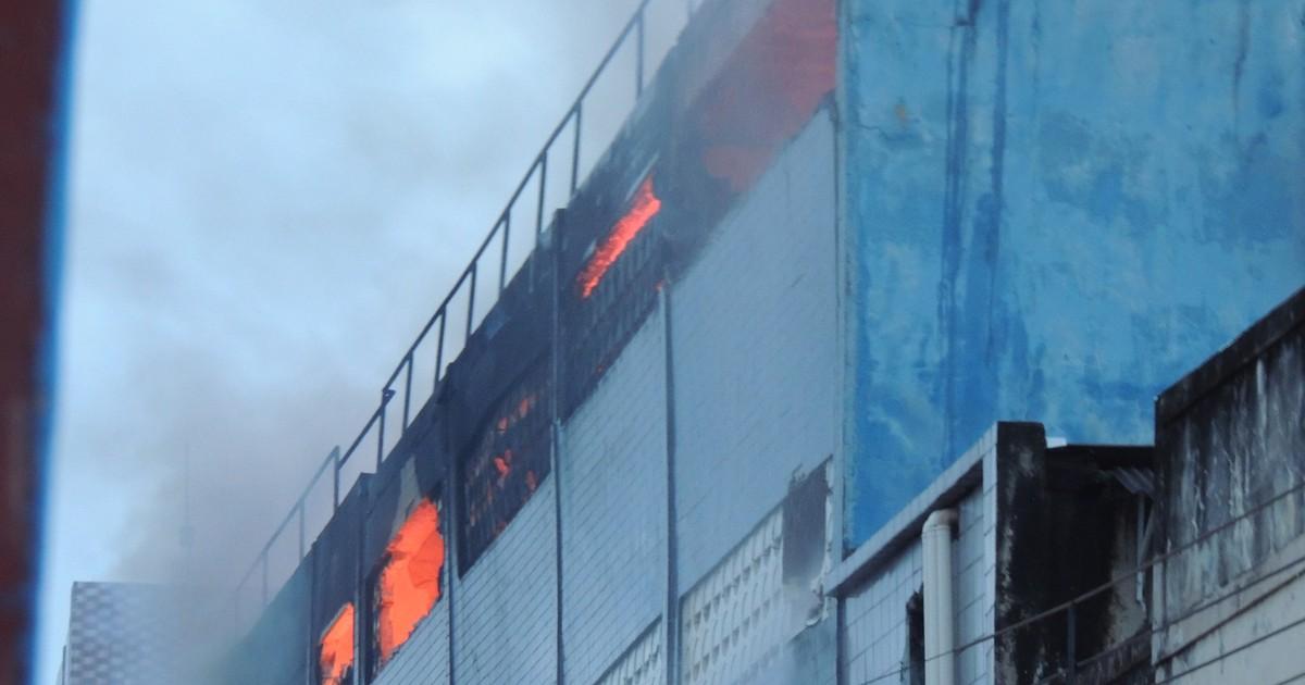 Termina rescaldo de incêndio que atingiu armazém no centro do ... - Globo.com