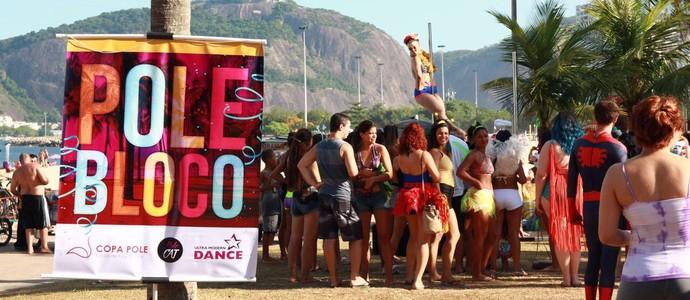 pole bloco (Foto: Foto/ Divulgação: Débora Mesquita/ Palmer Assessoria de Comunicação)