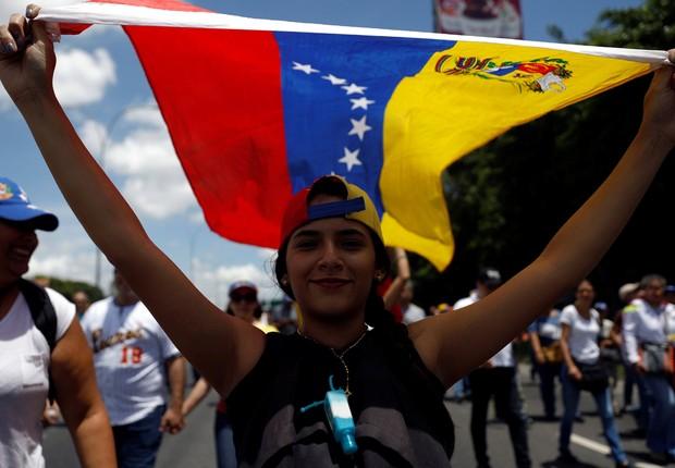 Manifestantes participam de marcha contra o governo do presidente venezuelano Nicolas Maduro em Caracas (Foto: Carlos Garcia Rawlins/Reuters)
