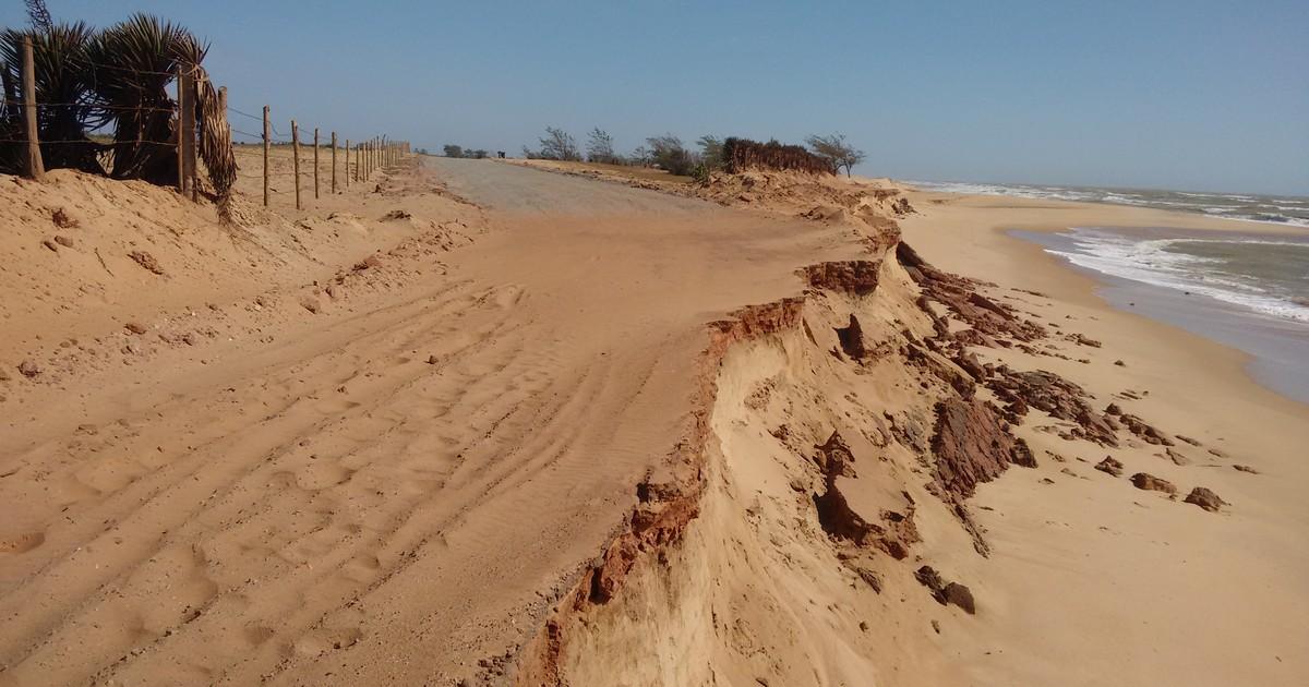 Mar atinge nova estrada entre Farol e Açu em Campos, no RJ - Globo.com