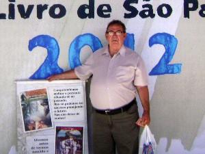 Morador de rua vira escritor em Bertioga, SP (Foto: Claudine Moreira/Arquivo Pessoal)