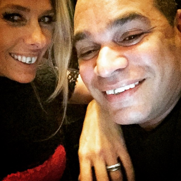 Adriane Galisteu com amigo (Foto: Reprodução/Instagram)