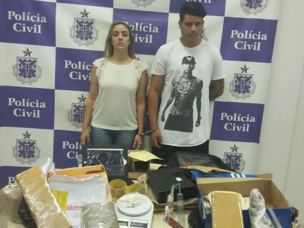 Casal foi preso com carro roubado em Salvador (Foto: Divulgação/Polícia Civil)
