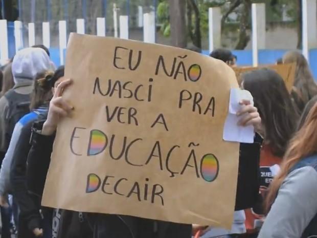 Escolas ocupadas Rio Grande do Sul Porto Alegre (Foto: Reprodução/RBS TV)