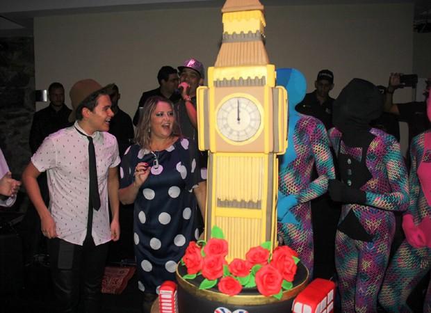 Decoração da festa foi inspirada na cidade de Londres (Foto: Rogério Fidalgo/AgNews)