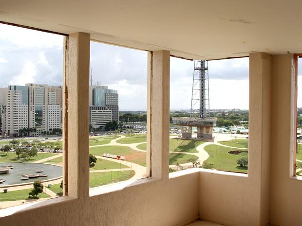Torre de TV e Parque da Cidade vistos de hotel abandonado em Brasília (Foto: Vianey Bentes/TV Globo)