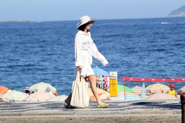 Zezé Polessa na praia (Foto: J. Humberto / AgNews)