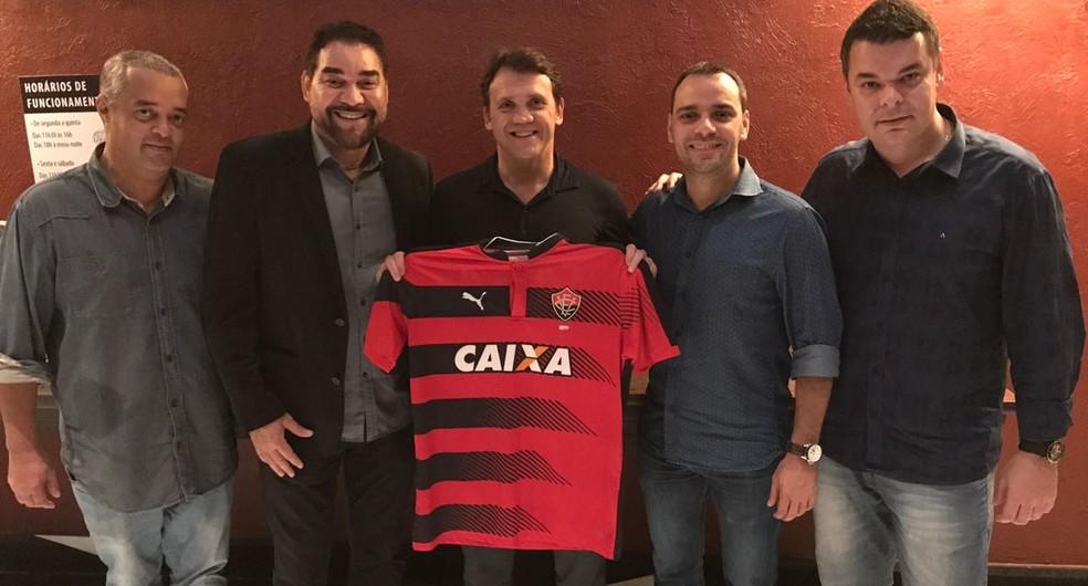 Petkovic foi anunciado oficialmente pelo Vitória (Foto: Divulgação/Vitória)