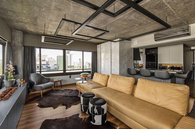 Bege, cinza e preto trazem sofisticação a apartamento de 118 m² (Foto: Divulgação)