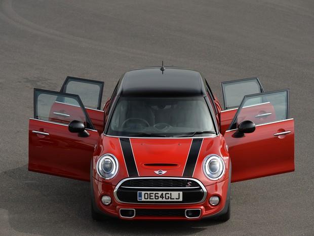 Mini ganha vers o com 5 portas e mais espa o gq motor for Mini 5 portas